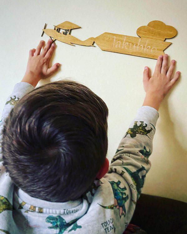 Lietadlo - drevená menovka do detskej izby