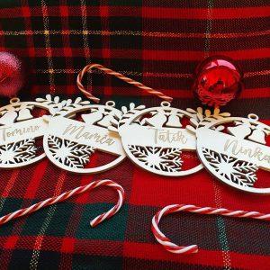 Set 4 kusy vianočných ozdôb s menami členov rodiny